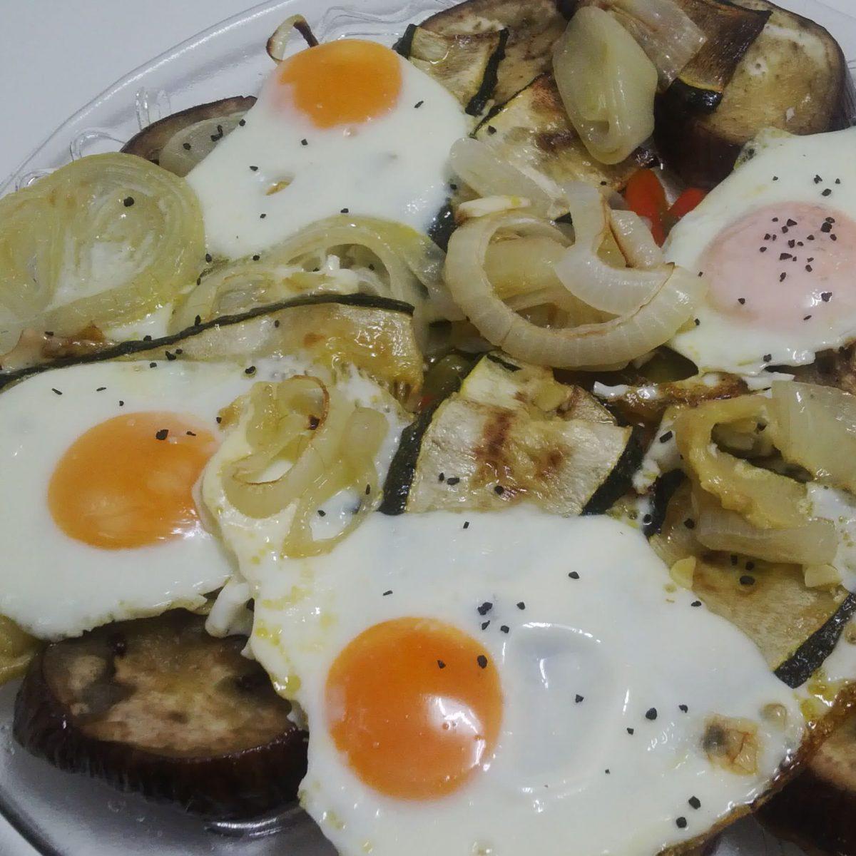 Verduras y huevos al horno